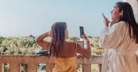هكذا تستمتع هاربر ابنة فيكتوريا بيكهام برحلتها فى اليونان صور