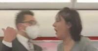 اعتقال راكبة رفضت ارتداء كمامة على متن طائرة متجهة لإسكتلندا فيديو وصور