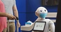 فيديو pepper روبوت يشجع المواطنين على ارتداء الكمامات ويذكرهم بأهميتها