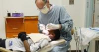 الصحة العالمية توصى بتأجيل زيارة طبيب الأسنان إلا للضرورة