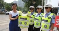 مدينة صينية تطلق سترات عاكسة جديدة لأفراد الشرطة مزودة بـ مراوح للتبريد