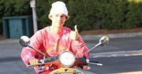 هكذا يستمتع جاستين بيبر بنزهته فى شوارع بيفرلى هيلز صور