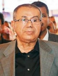 رئيس المؤتمر يعزي الحاج عمر جنيد بوفاة والده