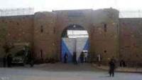 أجبروه على شرب المياه الراكدة حتى مات.. أسير مدني في سجون صنعاء