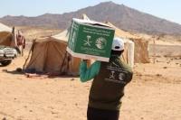 مركز الملك سلمان يوزع 1 200 حقيبة شتوية للنازحين في مأرب