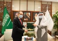 وزير التعليم يبحث مع سفراء 3 دول مجالات التعاون
