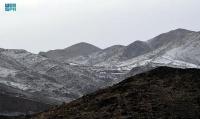 شاهد جبال عسير تكتسي البياض