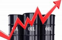 سوق النفط يكسب 7 بدعم التعافي وارتفاع الطلب