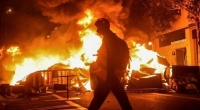 إسبانيا اشتباكات عنيفة في برشلونة بعد اعتقال مغني راب