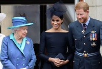 الملكة إليزابيث تنضم للأمير ويليام وكيت لتهنئة ميغان وهاري بولادة ابنتهما