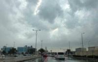 طقس الأربعاء أمطار رعدية ورياح نشطة وأتربة م ثارة على عدة مناطق