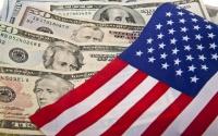 الدولار الأمريكي يهبط عالميا ليتجه لأسوأ أداء شهري في عقد