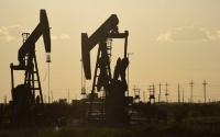 محدث النفط يهبط عند التسوية لكنه يسجل مكاسب أسبوعية