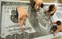 محدث الدولار يعمق خسائره عالميا مع شكوك بشأن حزمة التحفيز