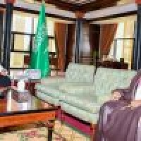 أمير تبوك يستقبل مدير فرع الرئاسة العامة للبحوث العلمية والإفتاء بالمنطقة