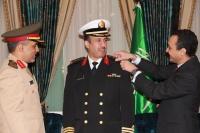 الامير خالد بن بندر يقلد ابن حبيتر رتبة عقيد في لندن