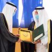 أمير مكة المكرمة يتو ج الجبير بجائزة الاعتدال
