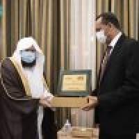 الشيخ السديس يلتقي وزير الثقافة والإعلام السوداني