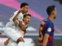 الأرقام التاريخية تزين فوز بايرن ميونيخ الكاسح على برشلونة وأنباء عن إقالة سيتين